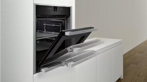Built-in oven with Slide&Hide